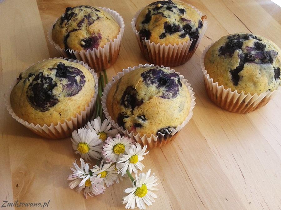 muffinki kukurydziane z jagodami