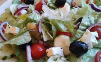 sałatka grecka i sos winegret