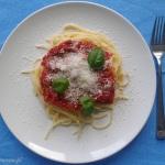Spaghetti z pomidorami i bazylią