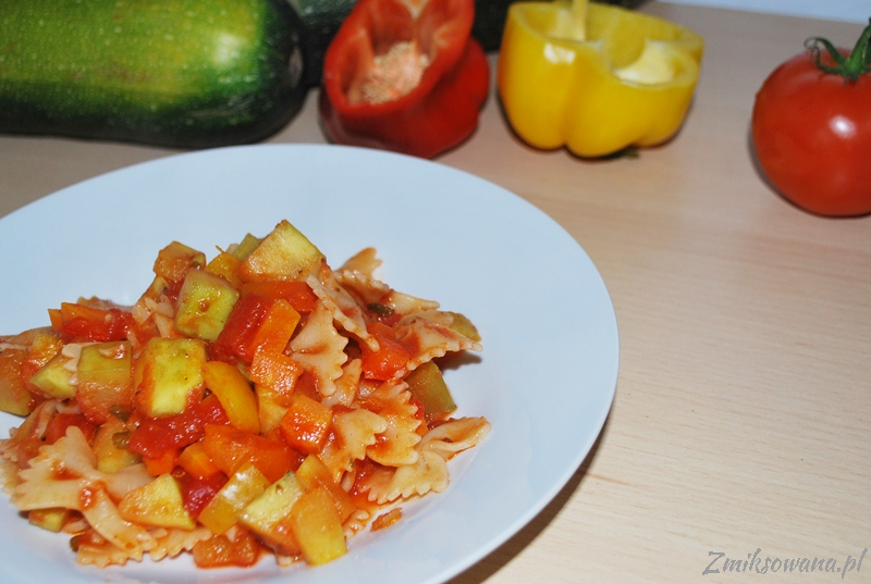 makaron z cukinią i warzywami