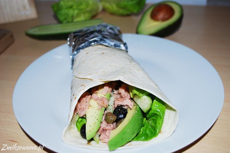 tortilla z tuńczykiem i awokado