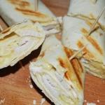 Tortilla zapiekana z kurczakiem
