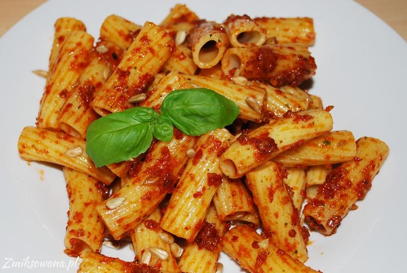 makaron z pesto z suszonych pomidorów