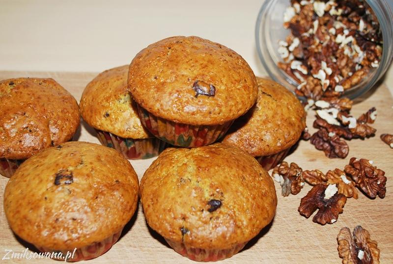 muffinki z czekoladą i orzechami