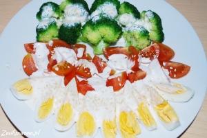 sałatka z brokułów i jajek