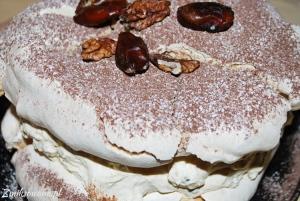 tort bezowy kajmakowy
