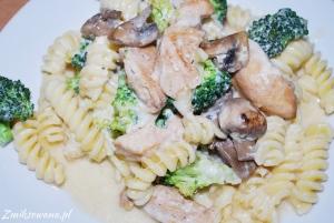 Zapiekanka makaronowa z brokułami i kurczakiem