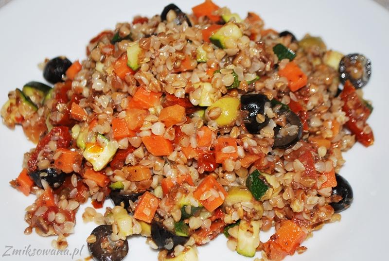 Kasza gryczana z cukinią i warzywami