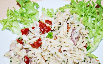 Sałatka z makrelą wędzoną i makaronem