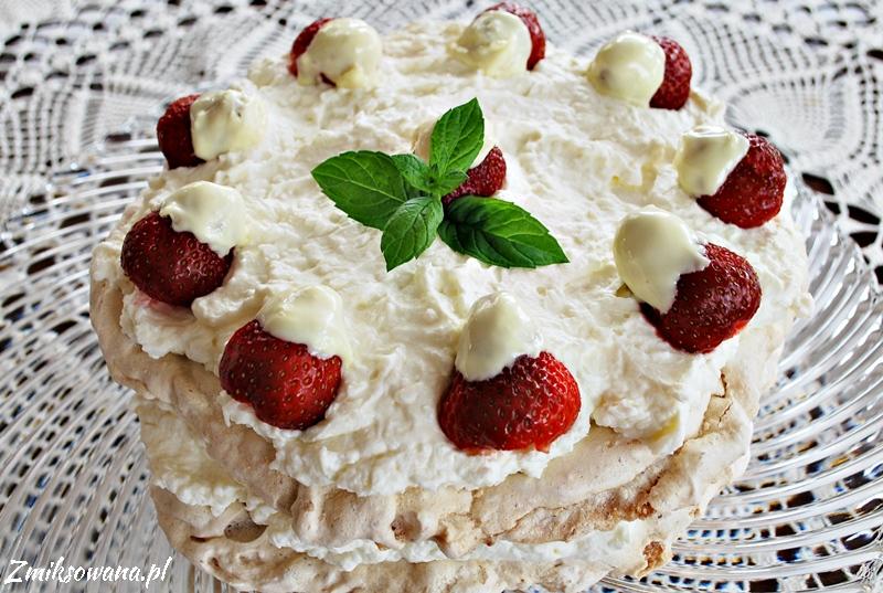 Tort bezowy migdałowo-kokosowy