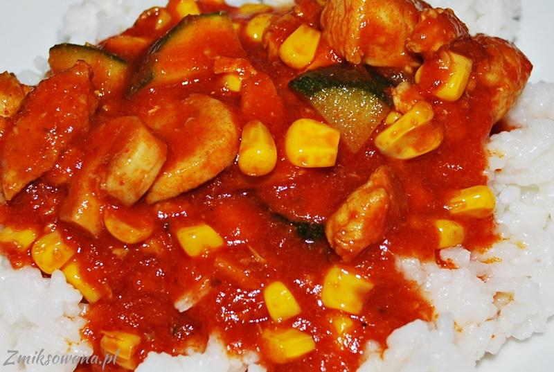 Kurczak z warzywami w sosie pomidorowym