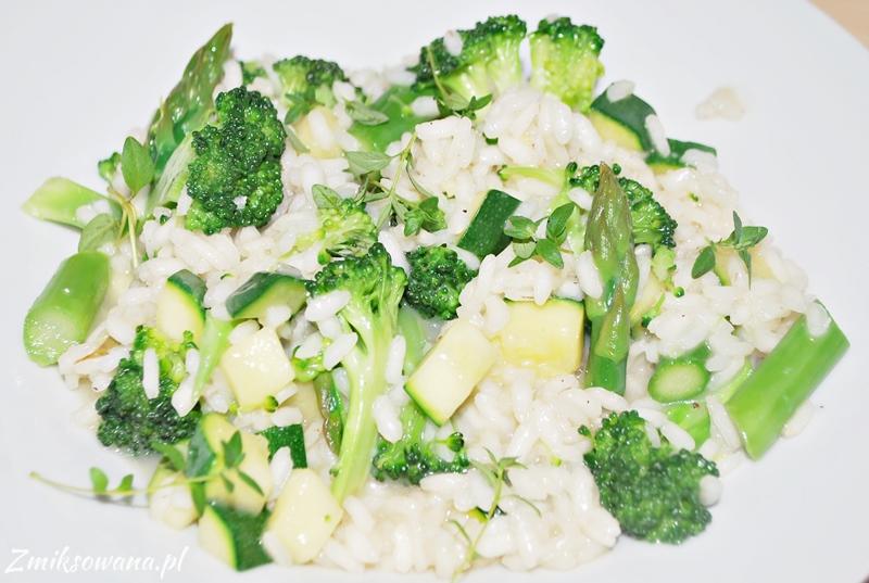 Risotto z cukinią, szparagami i brokułami