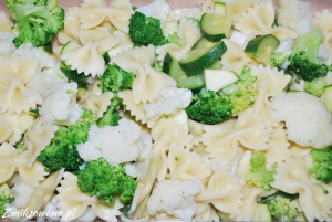 Zapiekanka makaronowa z kalafiorem i brokułem