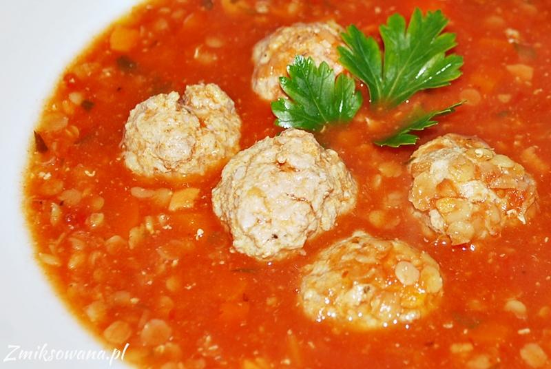 Zupa pomidorowa z mięsem mielonym i soczewicą