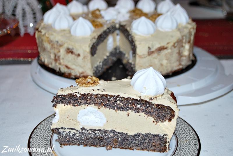 Tort makowy z masą kawową i bezikami