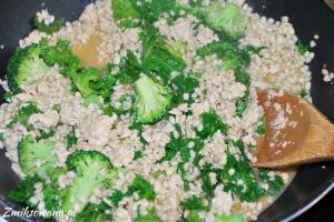 Pęczotto z indykiem, jarmużem, brokułami