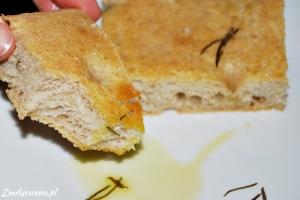 Focaccia z rozmarynem, solą morską i oliwą