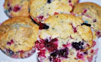 Muffinki jogurtowe z owocami leśnymi