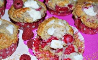 Muffinki z malinami i serem ricotta