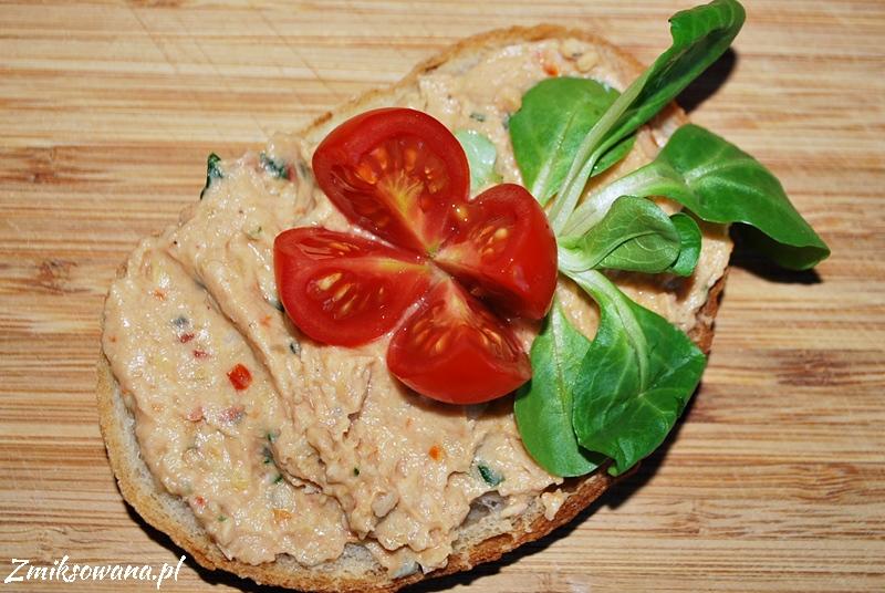 Pasta z ciecierzycy i suszonych pomidorów