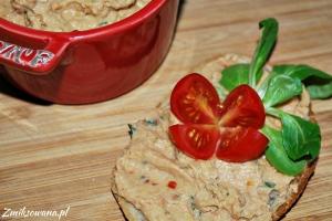 Pasta z ciecierzycy suszonych pomidorów